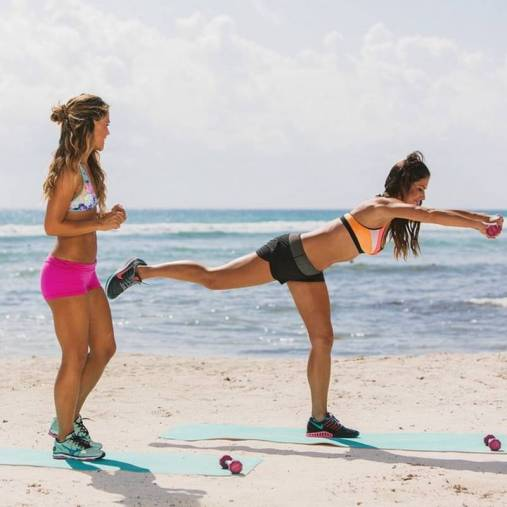 beach-bombhsell-workout-tone-it-up-beach-babe